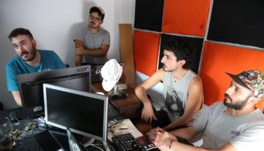 Los fundadores del colectivo Planeta Cabezón, que empezaron hace muchos años con su propuesta de radio online. Foto: Manuel Costa