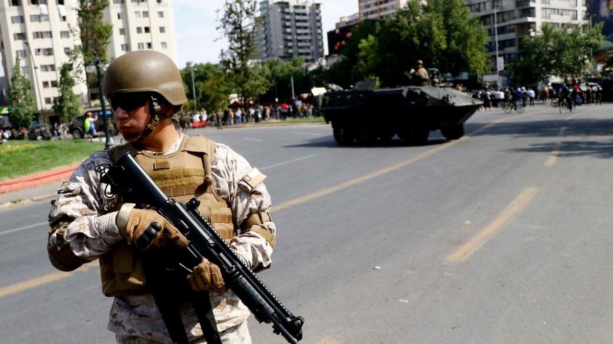 Image result for represion del ejercito en santiago de Chile